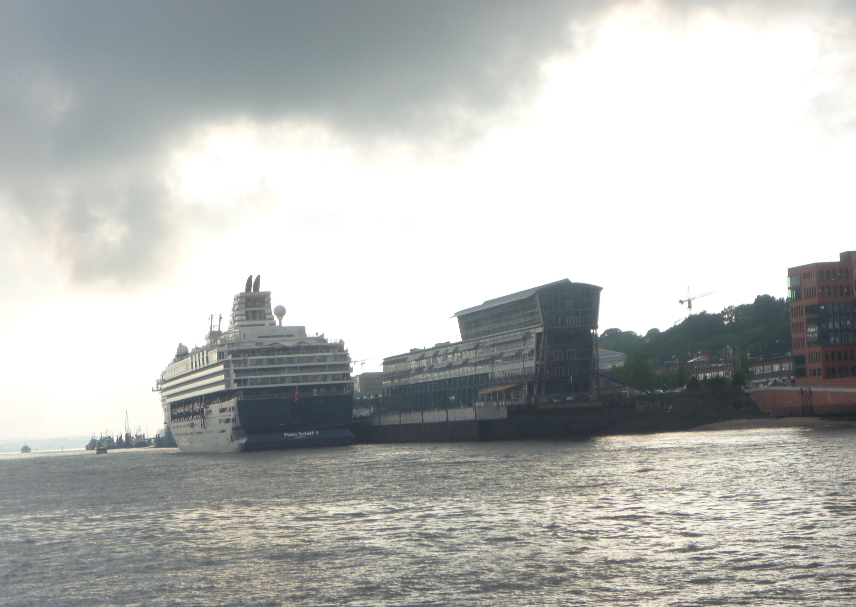 Mathilde mag den Himmel über Hamburg