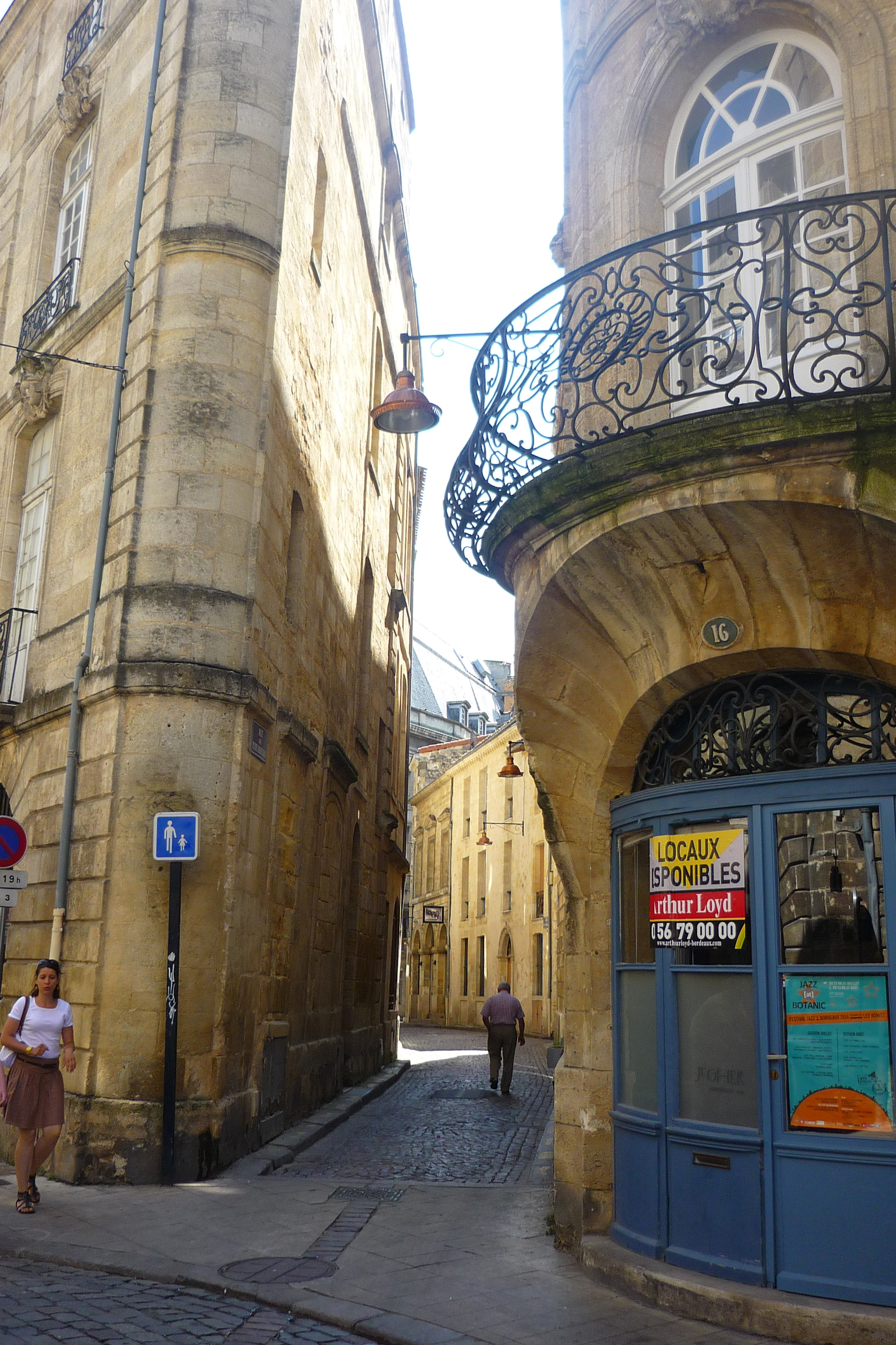 Mathilde Magazin in den kleinen Straßen Bordeauxs