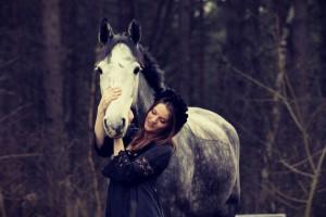 Harriet liebt ihre Pferde - Mathilde Magazin