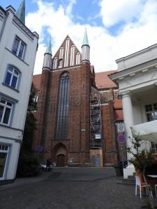 Dom zwischen Schweriner Häusern - Mathilde MAG