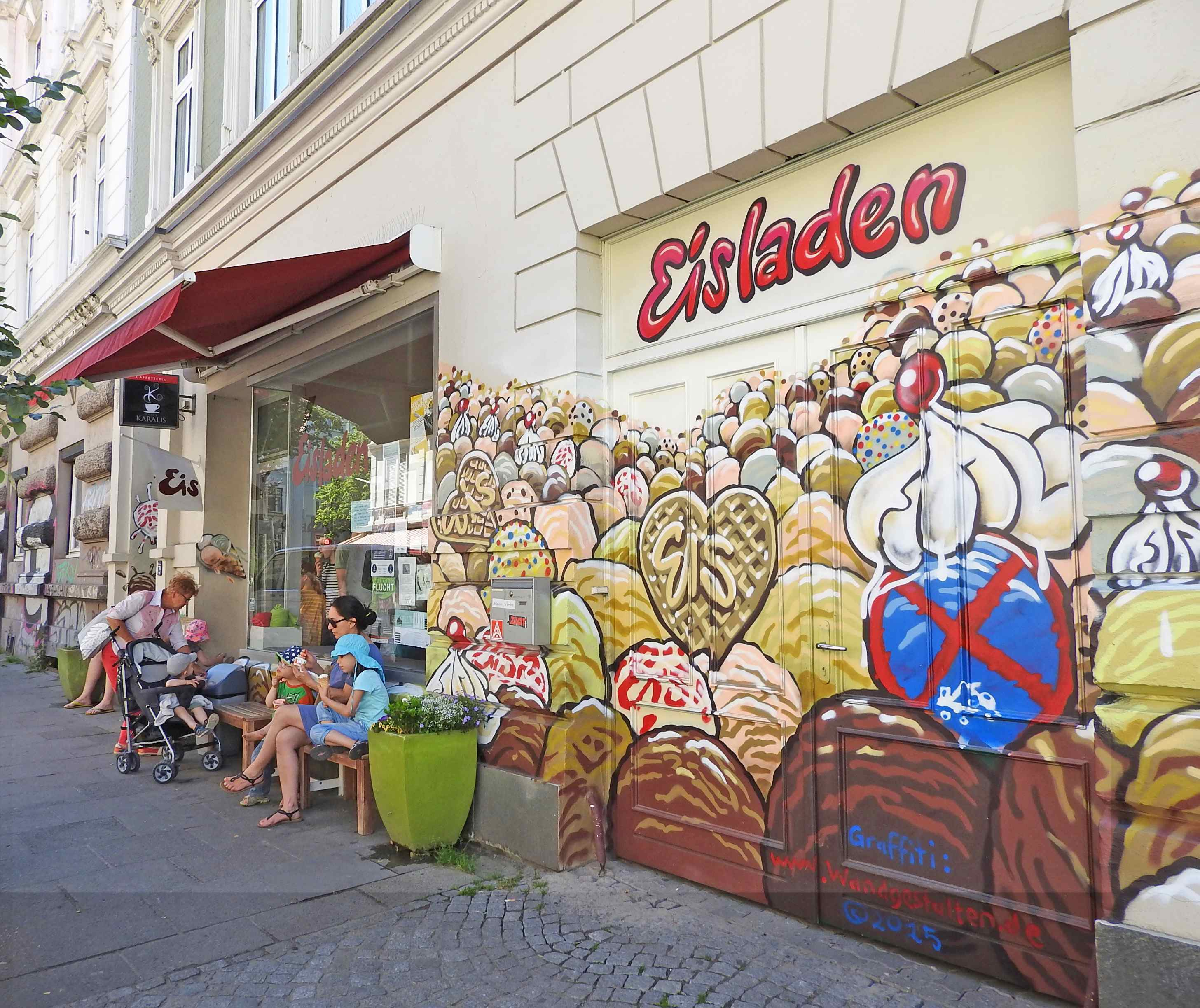 Eisladen in Ottensen - Mathilde mag ihn