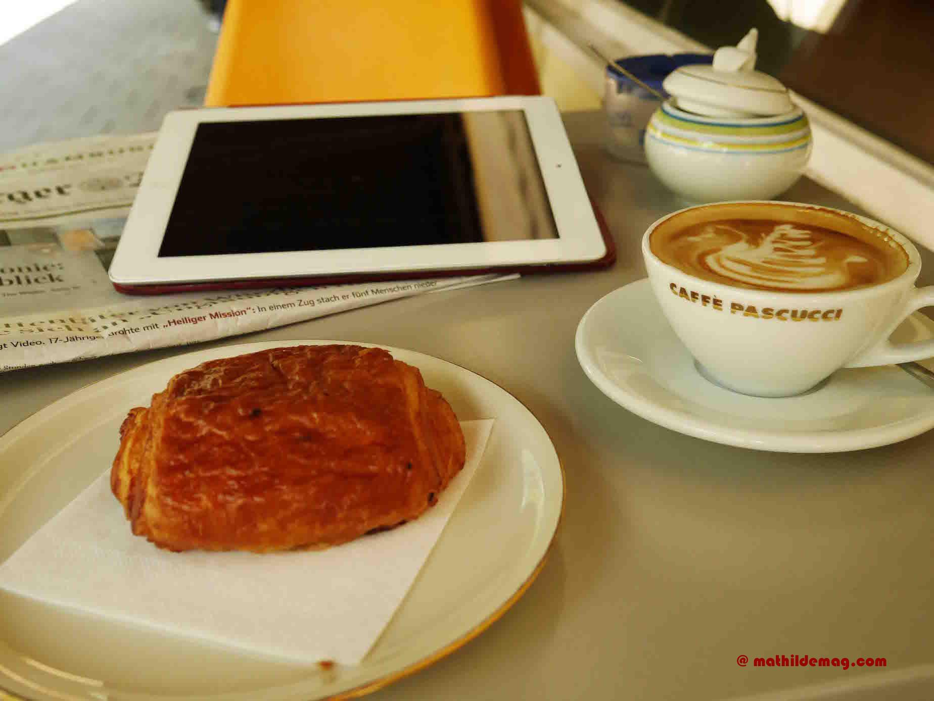 Mathilde mag Café et pain au chocolat