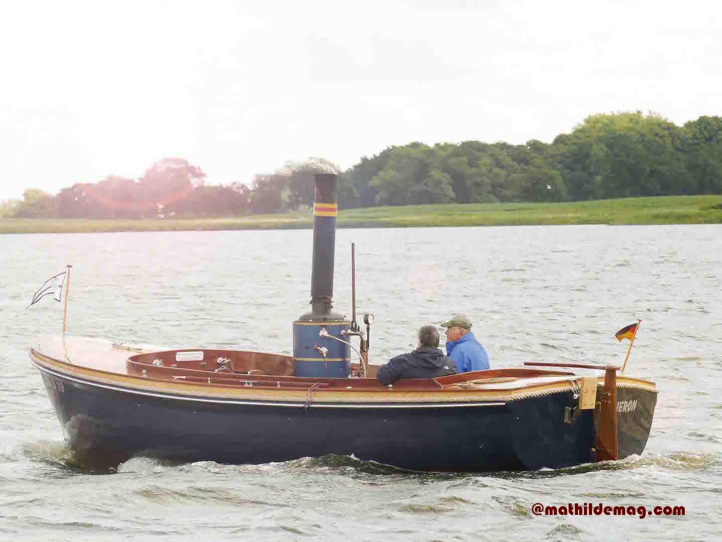 Mathilde mag Käp'tn Knopf und sein Boot